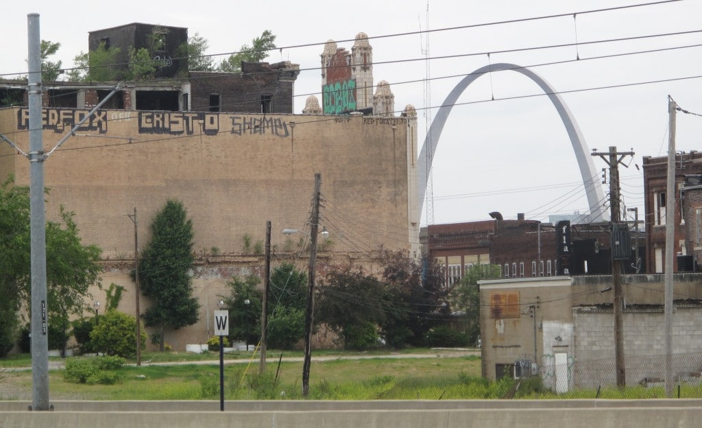 st louis ghetto with arch
